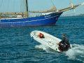 Jan mit seinem Motorboot