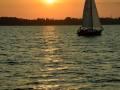 Abendsonne mit Segelboot