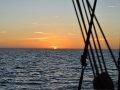 Sonnenaufgang und Takelage