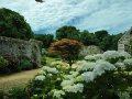 Garten und Mauer mit Gebäuden La Seigneurie