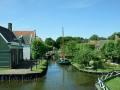 Kanal mit Brücke und Schiff