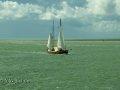 Schiff begegnet uns auf dem Wattenmeer